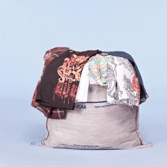 Fardo de roupas usadas para brechó masculino  - Camisetas e Bermudas primeira linha 100 peças